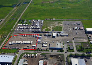 FOR LEASE:3.0 ACRES OF FULLY FENCED YARD WITH OFFICE TRAILER