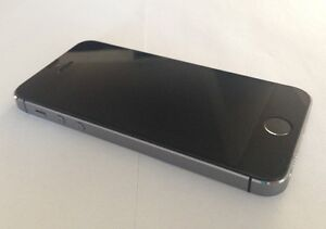 Apple iPhone 5S 16GB Gray Fido Mobile. Excellent Condition. $200