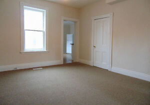 >>Three Bedroom Townhouse Available Immediately