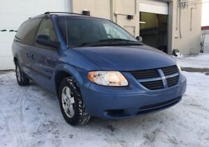 2007 Dodge Grand Caravan SXT/ 6 months warranty included.