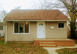 3 bed 1 bath spacious bungalow for sale 1722 Benjamin Ave