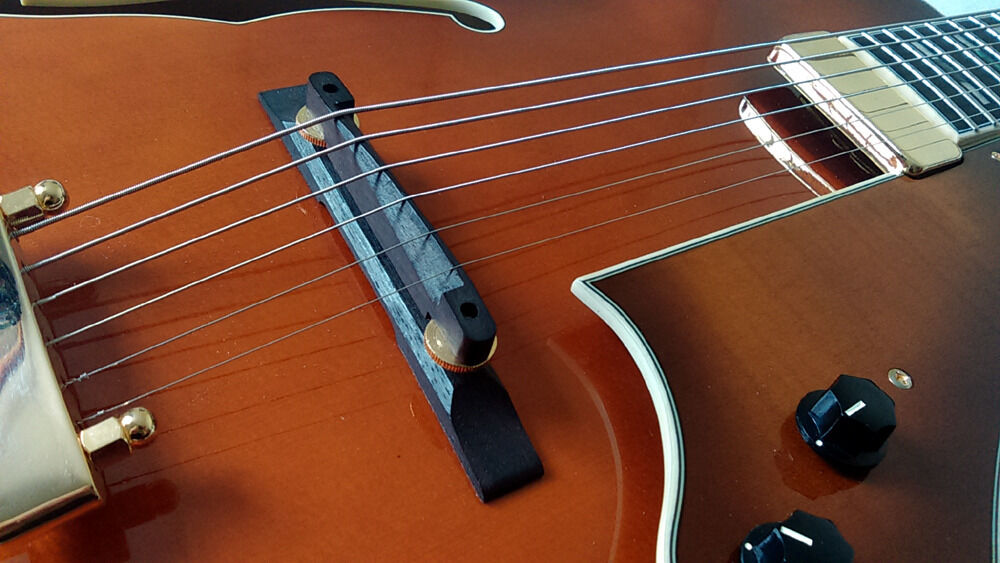 Ibanez AF151F VLS Violin Sunburst, hollow body archtop jazz guitarin Ashburton, DevonGumtree - Ibanez AF151F VLS Violin Sunburst, hollow body archtop jazz guitar. New price is £689, has a couple of scratches one on lower bout, one near jack socket, see pictures otherwise in excellent condition. Comes with Ibanez hard case. Genuine reason for...