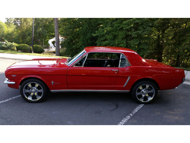 Image 1 of Ford: Mustang Red