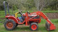 Kubota B-1700 Tractor with LA-301 Loader
