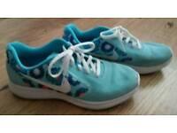 Ladies Nike trainers size uk 5.5