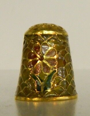 **PLIQUE A JOUR ENAMELED AND GOLD FLORAL MOTIF THIMBLE**