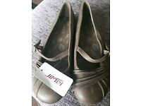 Women's comfort casual work shoes. Flat ballerina dolly shoes size 6