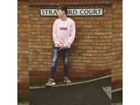 Pink supreme sweatshirt Worn once, very good condition