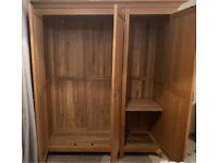 Solid oak triple door wardrobe, great quality and condition, flat pack, can deliver