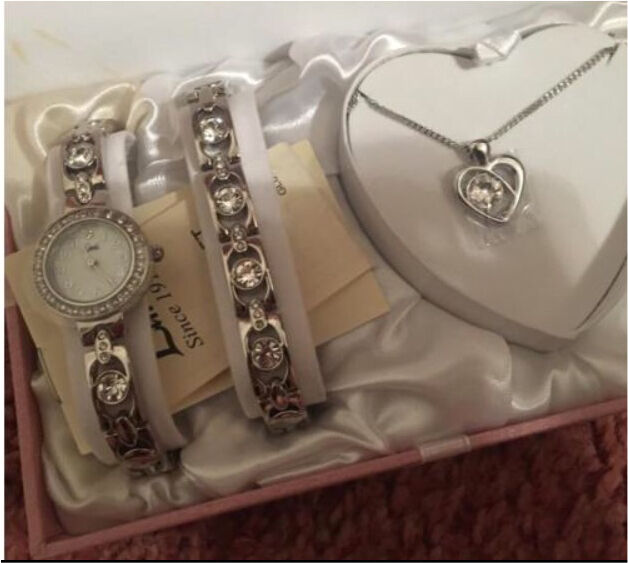 Jewellery set! Necklace, watchbraceletin Poole, DorsetGumtree - Comes with a necklace, watch and a bracelet Box has some stains as shown in pictures Selling cheap to get rid asap!