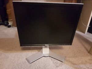 """Dell Ultrasharp 2007FP 20.1"""" 1600x1200 (4:3) Monitor with Stand"""