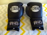 A PAIR OF CLETO REYES 14 OZ. BOXING GLOVES