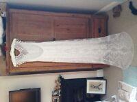 Beautiful Claire Pettibone Designer Wedding Dress - Size 8-10