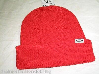 BNWT - OAKLEY Ribbed  Beanie Hat - Red
