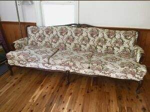 Antique Victorian style Tufted couch/sofa