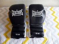 A PAIR OF 10 OZ. GEEZERS BOXING GLOVES, NEW.