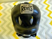 A CLETO REYES PROFESIONAL HEAD GUARD.