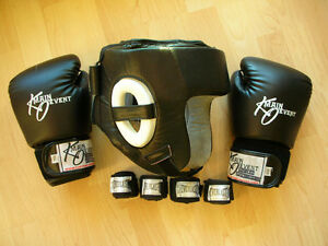 LOT OF BOXING MMA HEADGEAR,GLOVES & WRAPS (10-13 YEARS BOY/GIRL)