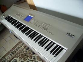 KORG TRITON STUDIO MUSIC WORKSTATION / SYTHESIZER 88 KEYS