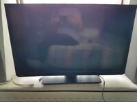 "TOSHIBA SMART TV 32"" has dvd 32D3453DB FREE DELIVERY used but like new"