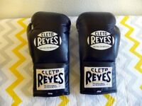 A PAIR OF CLETO REYES 10 OZ. NEW BOXING GLOVES
