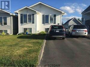 Move-in ready bungalow close to schools and amenities