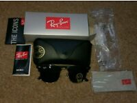 RayBan Clubmaster Black/Gold RB3016