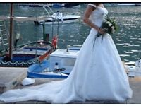 Beautiful one off Italian designer wedding dress size 8/10 for height 5ft 7ins