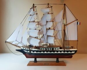 French Display Boat