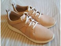 Women's trainers size 9
