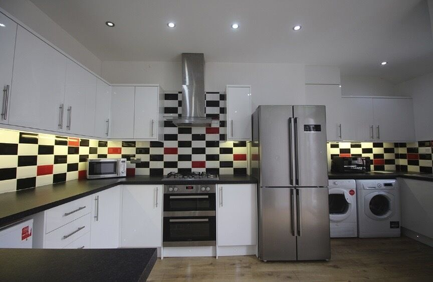 8 bed,BILLS INCLUDED Egerton Rd Fallowfield,close to amenities,public transport,Withington