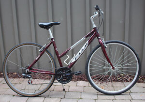 "Fuji Crosstown 4.0 Women's Bicycle 19"" 48cm Frame GODERICH"