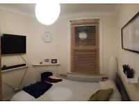 Lovely Double Room - 5 minute walk to West Ealing