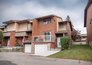 Beautiful Updated Townhouse in Chinook area. Move in ready