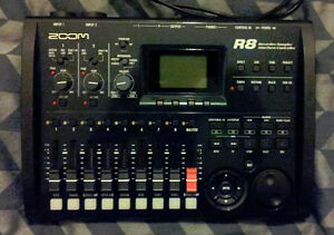 Zoom R8 multitrack recorder in box all accessories *like new