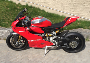 IMMACULATE 2014 Ducati Panigale 1199R