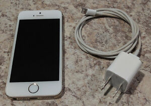 iPhone 5S 32 GB  Gold Colour . . in near mint condition.