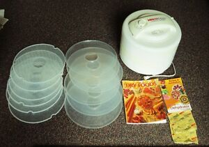 Like New Nesco FD-60Kit Snackmaster Express 6 trays Dehydrator