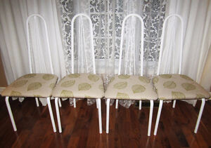 = = = 4 LIKE NEW HIGHBACK KITCHEN / DINING ROOM CHAIRS = = =