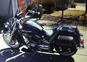 2007 Yamaha V-Star 1100 with many extras and accessories