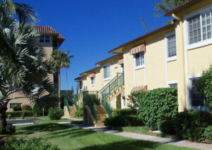 Spacious condo (1460sf) on the Crystal lake golf in Pompano