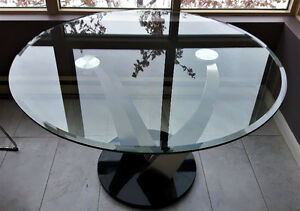"Gorgeous Contemporary 48 "" Round Glass and Stainless Steel Table"