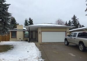 Millwoods: Newly Renovated Spacious 3 Bedroom Suite