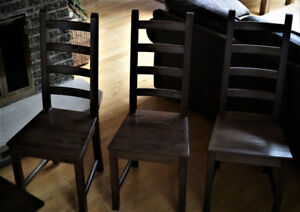 6 wooden chairs (no table)
