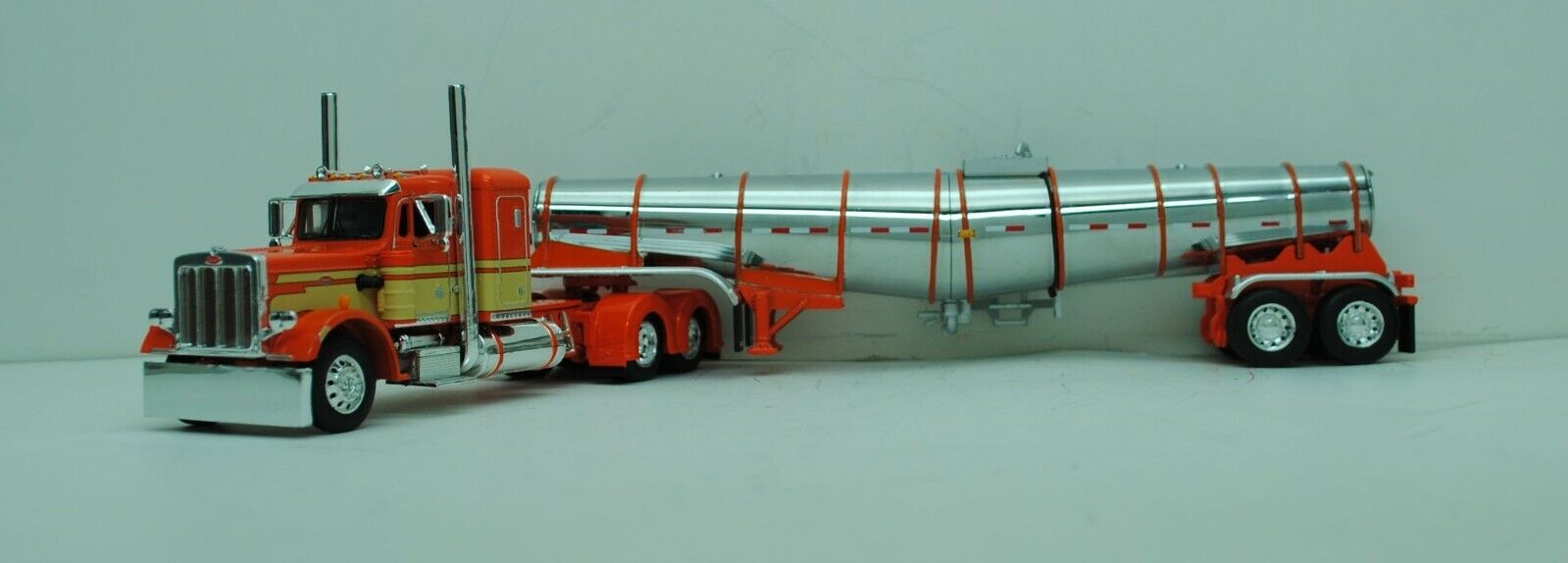 DCP 1/64 SCALE 359 PETERBILT SMALL BUNK ORANGE, CREAM & POLAR TANKER  #60-0769