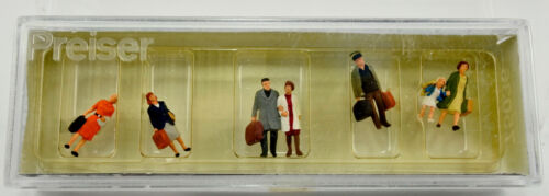 PREISER TT SCALE 75036 WALKING PASSENGER FIGURE SET