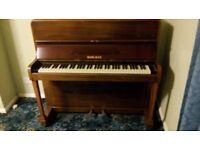 Small piano. 6 octaves