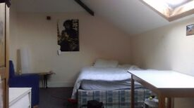 Large Double Bedroom in Redlands