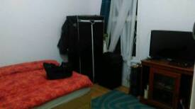 Double bedroom in dover with other 3 ocuppants in a clean and quiet flat