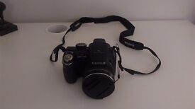 Fujifilm Finepix S3200 / 14 Megapixels / Wide 24mm